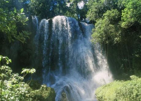 Salto de Agua El Nicho en Cienfuegos