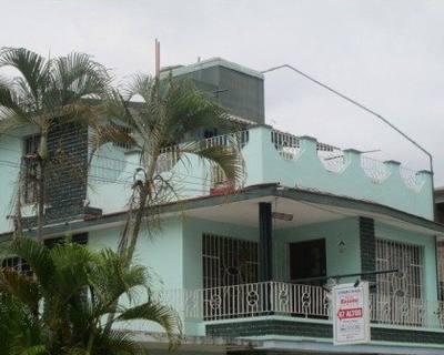 casa moderna en el centro geográfico de bayamo,granma.donde todo lo que usted necesita para su esparcimiento queda a solo metros de distancia.