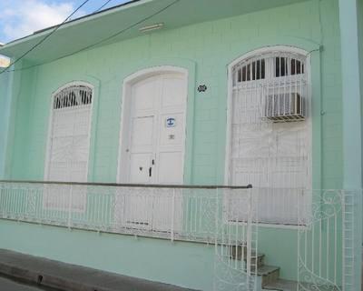 Casa Colonial con balcón en el centro de la ciudad