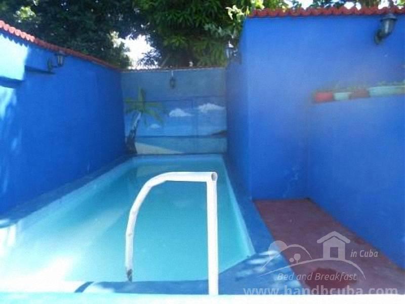 Hostal restaurante daniel casa particular trinidad for Precio de piscinas de cemento