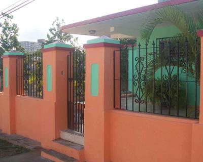Entrada principal Villa Diane y Andre