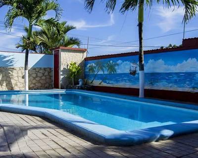 Villa Mara - Hermosa casa de alquiler a unas cuadras de la playa de Guanabo pero con excelente vista al mar desde la Loma de Calle 13.